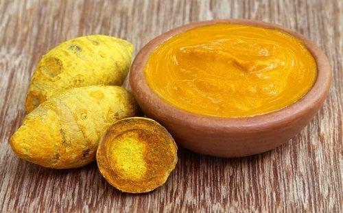 Remediu pe bază de curcuma sub formă de cremă