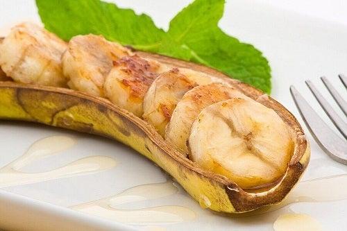 Rețete cu banane plantain prăjite în coaja proprie