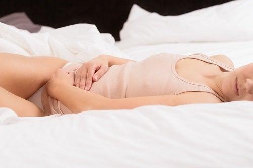 Simptome timpurii ale cancerului ovarian precum dereglările de ciclu