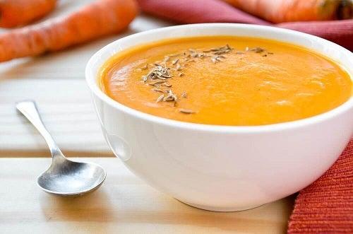 Slăbește cu turmeric și supă de morcovi