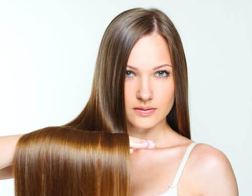 Spală părul mai rar - 9 idei pentru întreținere