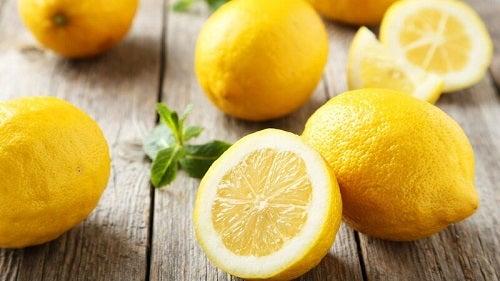 Tratament împotriva bătăturilor preparat cu lămâie