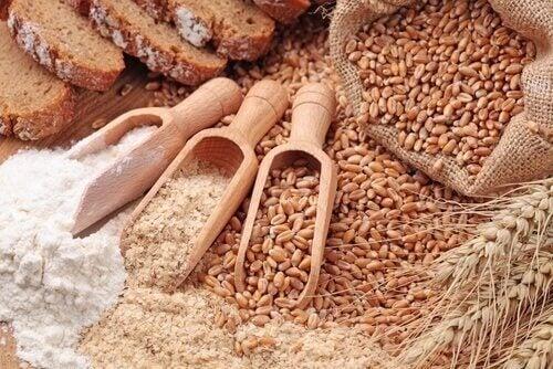 Alimente bogate în fibre precum cerealele integrale