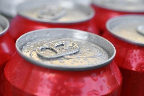 Băuturile carbogazoase sunt alimente de evitat dacă urmezi o dietă
