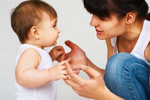 Copiii cu tulburări de limbaj pot fi ajutați de părinți