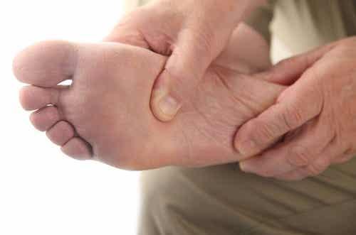 Cum să tratezi piciorul diabetic acasă