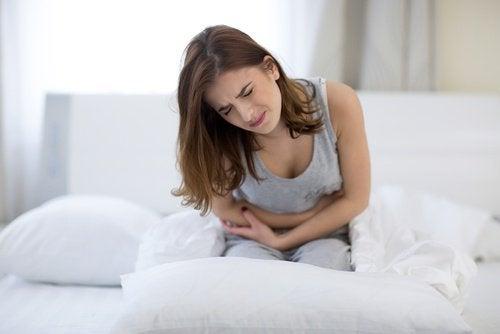Femeie ce are o durere de stomac