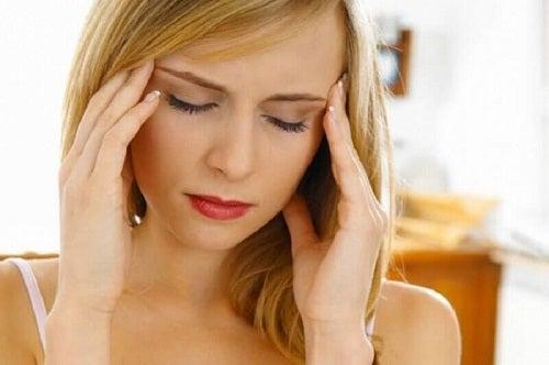 Durerile de cap pot fi semne care indică o neregulă în organism