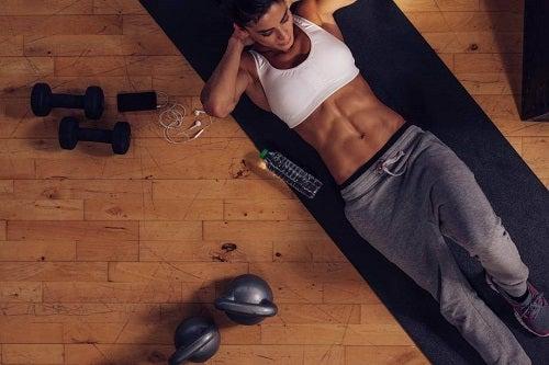 Exerciții care îți îmbunătățesc viața precum abdomenele