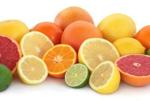 Fructele citrice sunt alimente bogate în fibre solubile