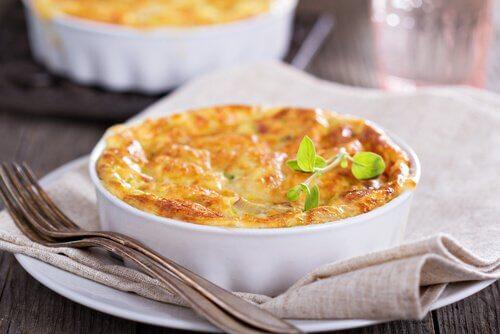 Plăcintă simplă și gustoasă pe lista de rețete cu legume la aburi