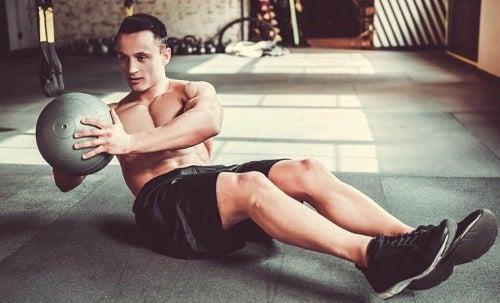 Răsucirile pe lista de exerciții pentru un abdomen perfect