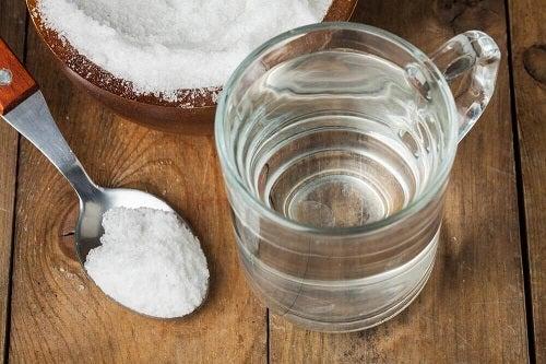 Remedii naturale cu bicarbonat de sodiu dizolvat în apă