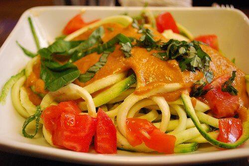 Rețete cu legume la aburi precum spaghetele în sos alb