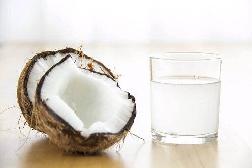 Apa de cocos ajută la creșterea numărului de trombocite