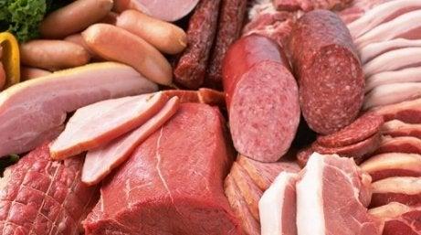 Carnea procesată nu contribuie la scăderea trigliceridelor