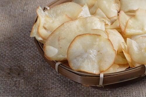 Chipsuri din legume care se prepară cu yucca