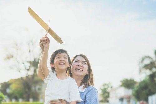 Copiii japonezi sunt ascultători în relația cu mamele lor