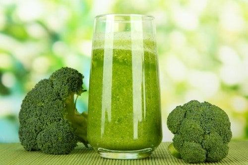 Remedii pentru prevenirea osteoporozei cu broccoli și salată