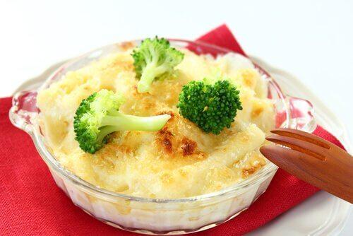 Rețete cu broccoli și brânză simple și gustoase