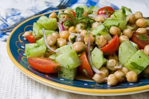 Salate de leguminoase: 4 rețete delicioase