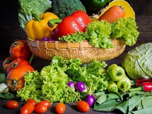 Sfaturi pentru prevenirea artrozei precum consumul de legume