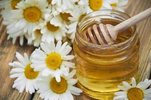 Ameliorarea migrenelor cu ceai de mușețel îndulcit cu miere