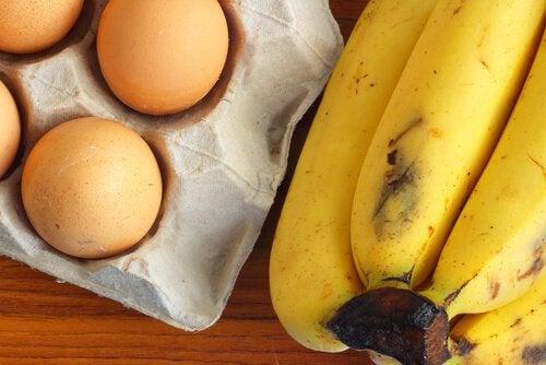 Chec cu banane preparat cu ouă și făină de ovăz