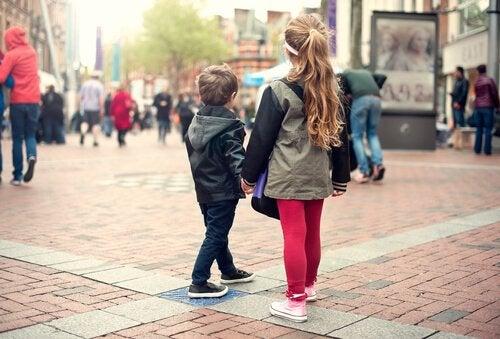 Copil care se pierde: cum trebuie să procedeze?