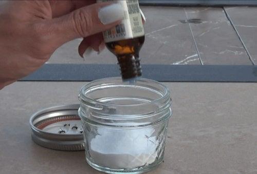 Degresarea mobilei de bucătărie cu ulei de arbore de ceai