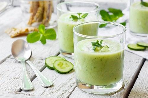 Dietă de detoxifiere cu un smoothie din castraveți