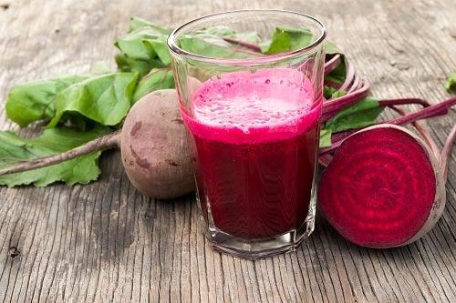 Dietă de detoxifiere cu un smoothie din sfeclă
