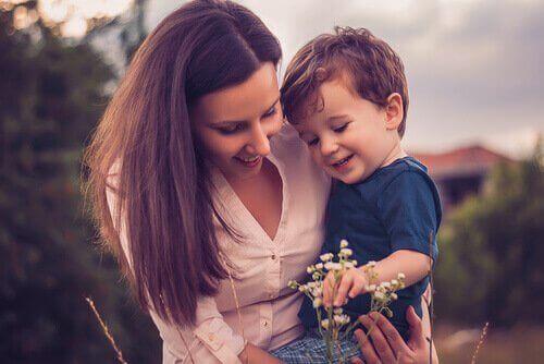 Dragostea față de copii este esențială pentru a fi o super mamă
