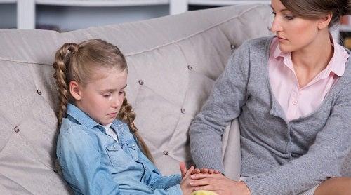 Fata singură la părinți se confruntă cu probleme specifice