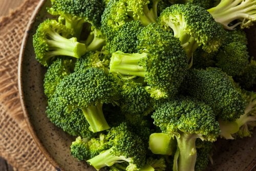 Nuggets-uri vegetariene preparate cu broccoli