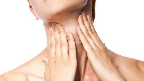 Remedii pentru bărbia dublă care îngrijesc pielea
