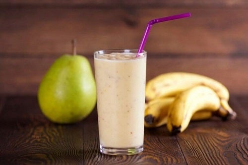 Cu să prepari smoothie cu lapte de ovăz, banane și pere