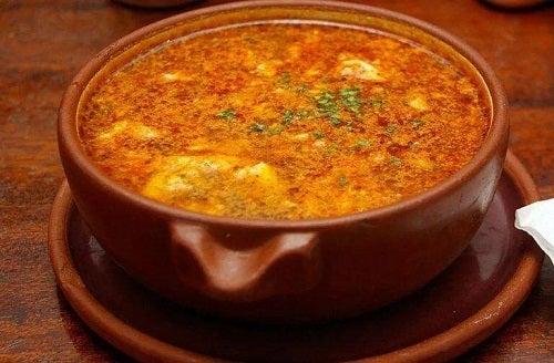 Supă de usturoi gustoasă și sănătoasă