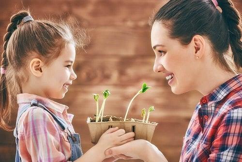 O super mamă împarte sarcinile gospodărești cu restul familiei