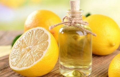 2 modalități de a prepara ulei esențial de lămâie