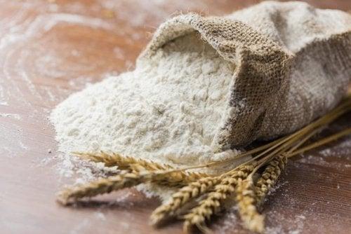 Făină de grâu din care faci pâine de casă