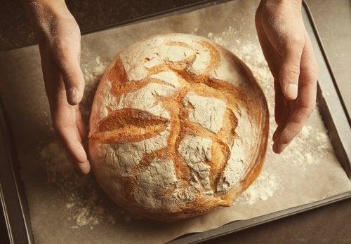 Pâine de casă în formă rotundă