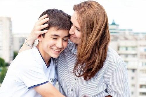 Te apropii de copiii tăi prin gesturi de afecțiune