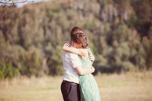 6 beneficii uimitoare ale îmbrățișărilor