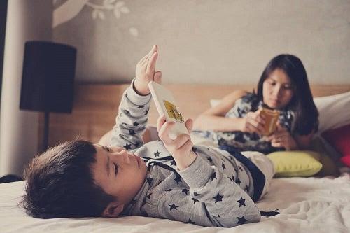 Motivarea unui copil leneș care petrece mult timp pe telefon