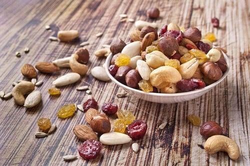 Opțiuni pentru micul dejun precum fructele oleaginoase