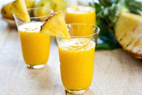 Smoothie cu ananas într-o dietă pentru detoxifierea colonului