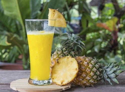 Smoothie cu ananas care ajută la detoxificarea organismului