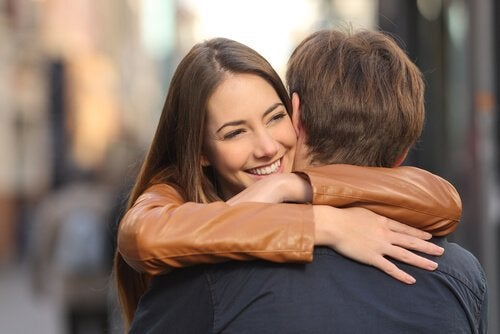 Scăderea nivelului de stres pe lista de beneficii uimitoare ale îmbrățișărilor