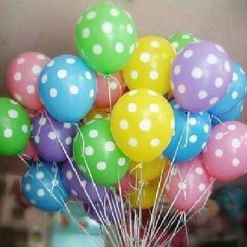 Decorațiuni cu baloane cu buline